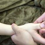 腕から肘の痛みの改善マッサージ・ばね指のリハビリマッサージ。広島の隠れ家整体サロン 広島眞田流